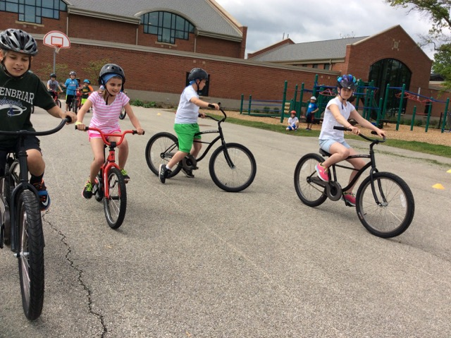 featured image Kids learn to ride safely at Northbrook District 28